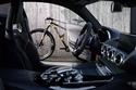 2- دراجة GT S مع سيارة مرسيدس بنز AMG GT