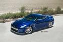صور نيسان GTR زرقاء بإطارات ستراس فضية لامعة