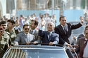 صور نادرة لأربع رؤساء دول عربية على متن سيارة واحدة!