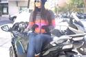 صورة: علا الفارس على متن دراجة نارية في أسبانيا