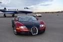 رياضي مشهور ينشر صورة لسياراته الفارهة وطائرته الخاصة