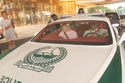 الفنان حسين فهمي يتجول في إحدى دوريات شرطة دبي الفارهة