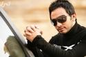 صورة تامر حسني بإطلالة رائعة داخل سيارته